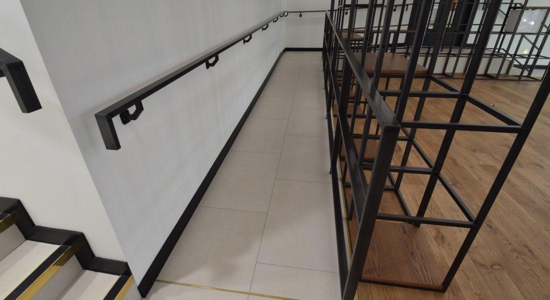 3Shelving & Handrail