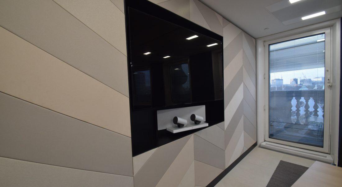 8AV Wall